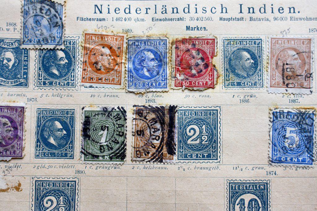 Briefmarken sammeln nach Ländern und Jahrgängen (© Fotolia)
