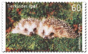 Zum Knutschen herzig: Igelkinder (© Deutsche Post)