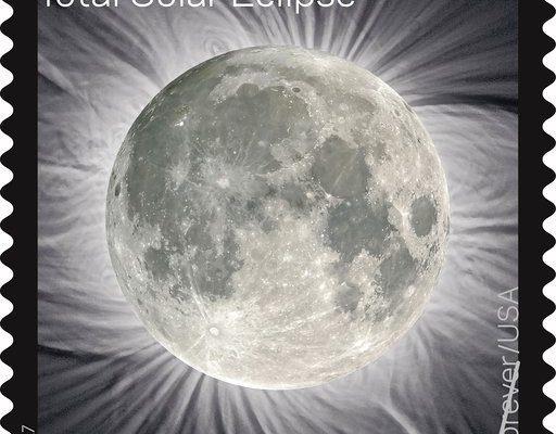 Durch einen kurzen Druck mit einem Finger auf die verdeckte Sonne kommt ein Bild des Mondes zum Vorschein. (© USPS)