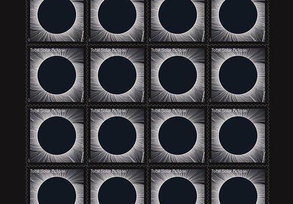 Der Briefmarken Bogen besteht aus 16 verwandlungsfähigen Dauermarken! (© USPS)