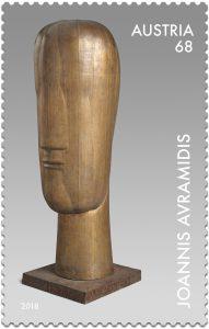 Der auf der Avramidis Marke verewigte Große Kopf ist charakteristisch für den Künstler - seine Kopfplastiken gibt es in vielfältigen Variationen, von reduzierten Rundkörpern bis zu abstrakten kubischen Blöcken mit großen Flächen.