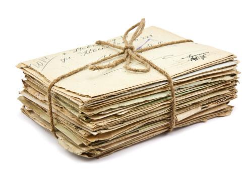 Alte Briefe: vielleicht auch die eine oder andere wertvolle Briefmarke (© Preto Perola / shutterstock.com)