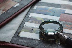 Wertvoll oder nicht? Vielleicht eine echte Rarität? (© Roman Kalishchuk / shutterstock.com)