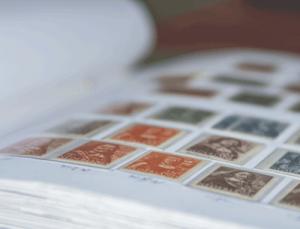 Briefmarken sammeln im Album
