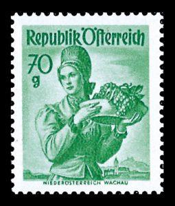 Eine Marke aus der 2. Trachtenserie aus den 1940ern: die Wachauer Tracht